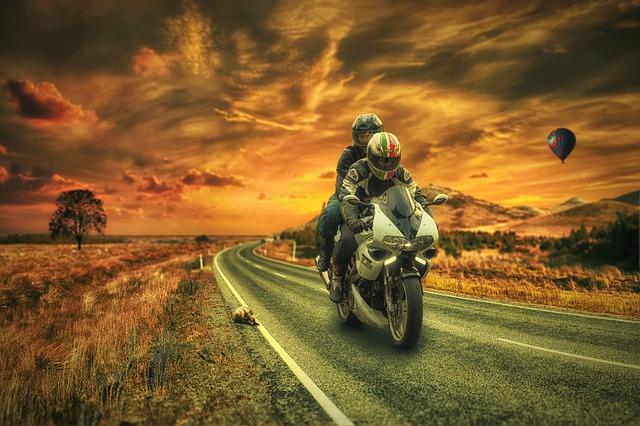 Motorradbekleidung Leder oder Textil
